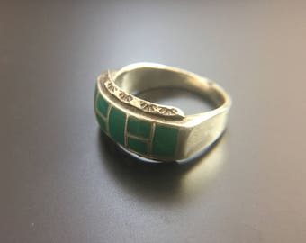 Native American sterling silver ring with inlayed green stone, size 10, weight 7.4 grams