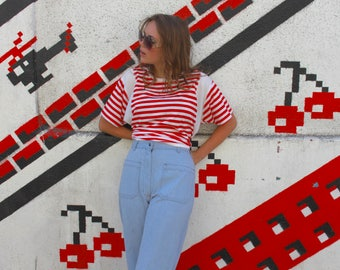 Vintage Red and White Stripe T-Shirt, M