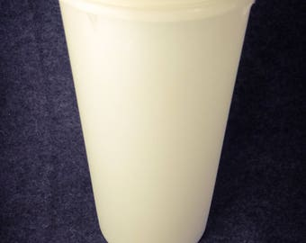 Tupperware 261 food storage container....VIntage Item EXCELLENT CONDITION