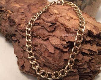 Handsome Previously Cherished Solid 10K GOLD Curb Link Chain Bracelet 9.84grams.