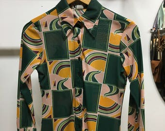 Sold in store. Do not buy. Seventies 1970s Women's Psychedelic Print Blouse Button Up. Size Small