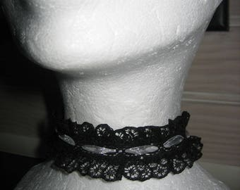 Adjustable Choker Black Lace burlesque with in the Center a white organza Ribbon, handmade