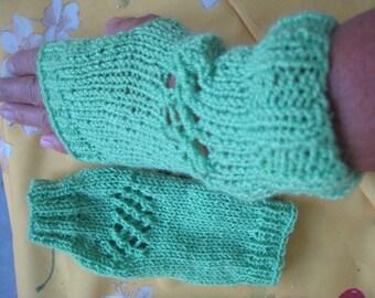 Mitaines courtes Adultes vertes ajourées en laine fait main