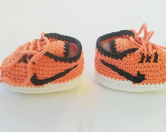 Crochet baby Nike booties, crochet Nike shoes, crochet shoes, Crochet sneakers, crochet booties, coral baby sneakers