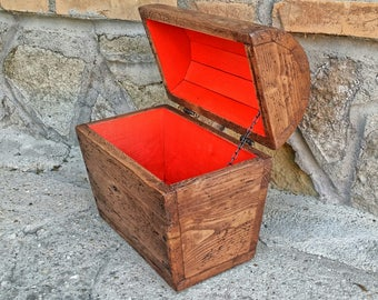 Treasure chest , wooden keepsake box , reclaimed wood chest in rustic style