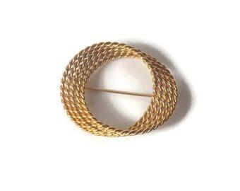 Monet Gold Tone Swirl Twisted Brooch, Monet Brooch, Monet Jewelry, Gold tone Brooch, Monet Swirl, Swirl Brooch, Twisted Chain