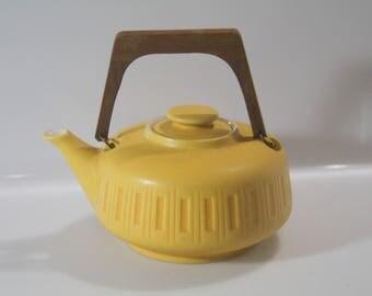 Pretty tea pot by Gräflich Ortenburg'sche West German Pottery, WGP Fat Lava, 940/2