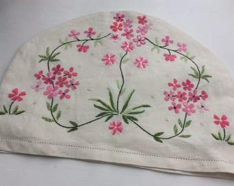 Vintage hand embroidered Tea Cosy in linen, pink floral daisy design, pretty vintage linen tea cozy