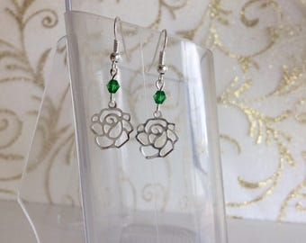 Flowers and green beads earrings