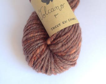 Volcano - Skein of merino wool and spun and hand dyed Falkland