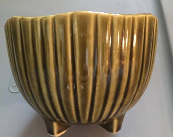 McCoy 612 green ripple footed planter