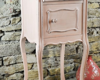 Bedside style Louis XV, patinated old pink.