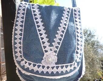 Little jeans and lace shoulder bag