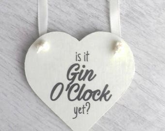 Is it gin O'Clock yet, gin lovers gift, gin gift, friend gift, adult humour gift, fun adult gift, friend keepsake, gift for friend, friend