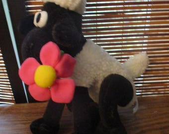 Wallace and Gromit - Shaun the Sheep Soft Toy with Flower (1989)
