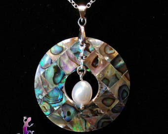 """Silver necklace """"Tokoroa"""" round pendant with mother of Pearl and natural freshwater pearl"""