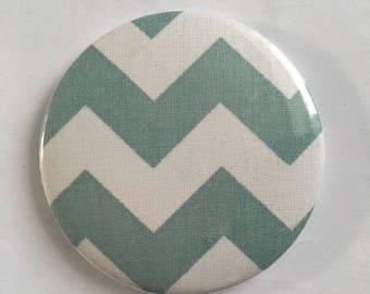 Fabric magnetic badge size 58: fabric cotton with water green chevron pattern