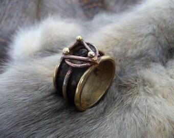 Large chevalière style médiévale/antique en laiton et cuivre