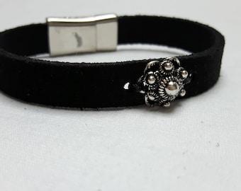 Leather Bracelet black with Zeeland button