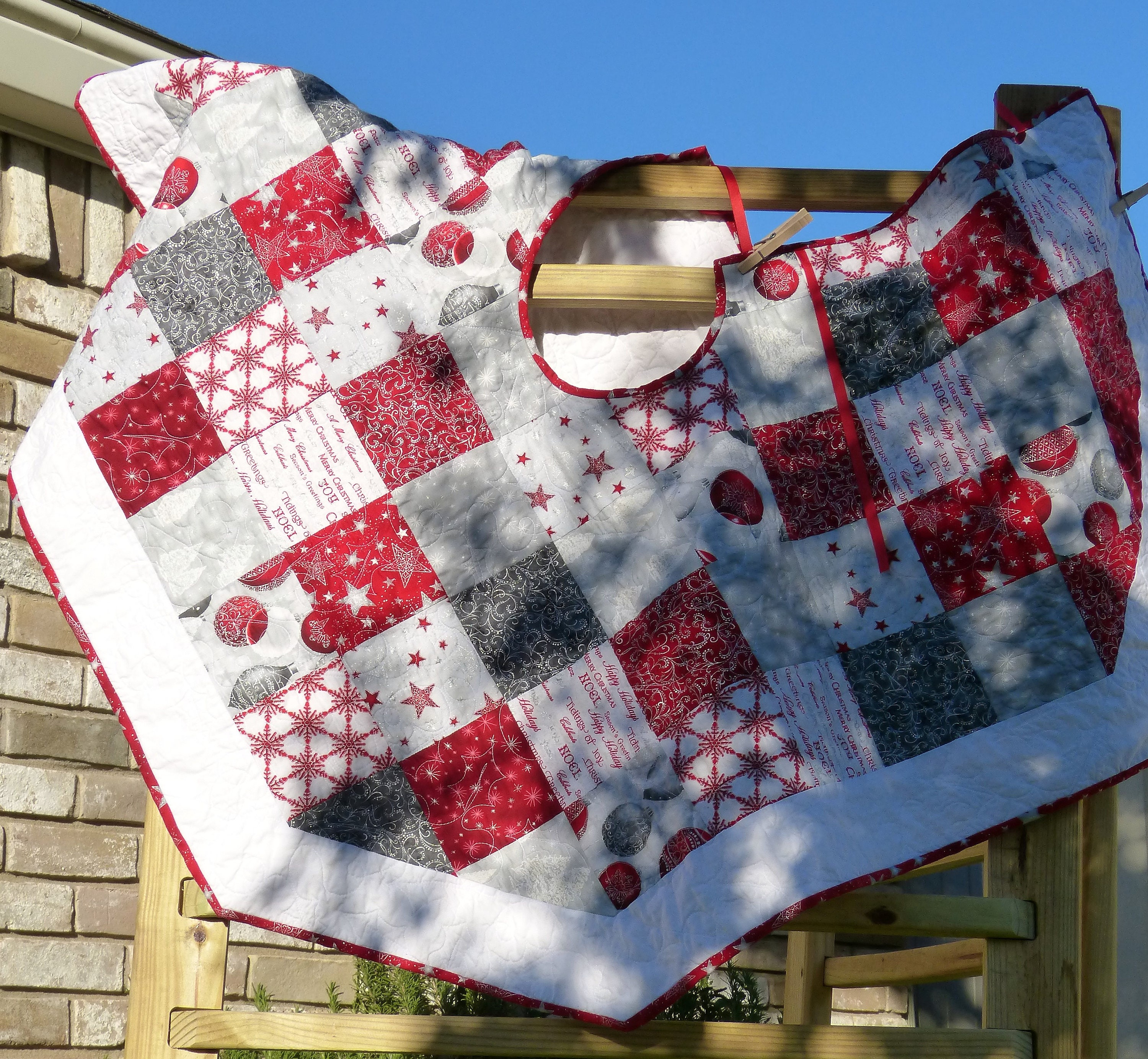 Details This Festive Quilted Christmas Tree Skirt