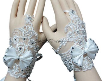 Lace Flower Gloves, Lace bow Glove, Lace Bridal Gloves, Short Lace Gloves, Wedding Gloves, Applique Gloves, Prom, Evening Gloves