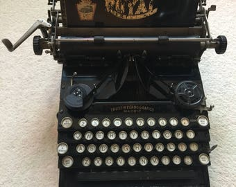 Working antique Royal No5 typewriter