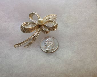 Vintage Retro Silver Toned Brooch with Faux Pearl