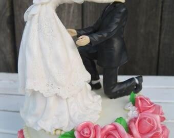 Funny Vintage WEDDING COUPLE MUSIC Box | Bride and Groom Music Box | Music Box Plays The Wedding March | Bride Choking Groom Funny Music Box