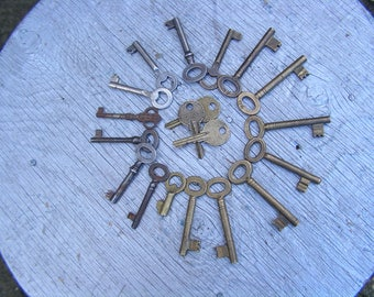 Set of 19 Antique Brass and Iron Skeleton Keys, Collectibles Keys, Rust Keys, Vintage Old Keys, Steampunk Keys Set