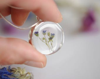 Women flower inclusion gem necklace.
