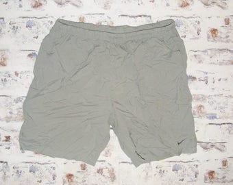 Size XL vintage 90s Nike baggy long sport/football/running shorts green (GX46)