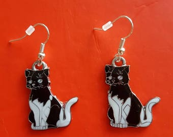 Black and white earrings with or without beads