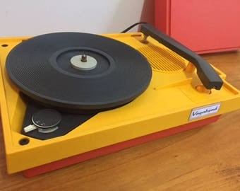 Vagabond vintage record player phonograph turntable orange yellow travel Canada