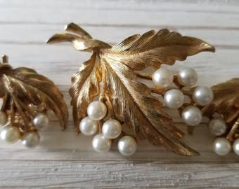 Vintage Gold/Pearl Brooch Set