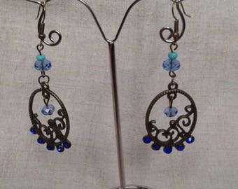 Earrings in bronze with blue rhinestones and beads