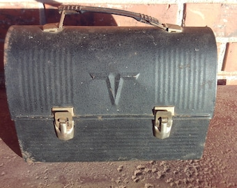 """The """"V"""" King Seeley Thermos, Lunch Box with inside Thermos"""