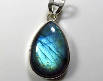 Charming~ 925 Sterling Silver Labradorite Pendant. 9.44 Grm. Blue Flash Labradorite Gemstone Pendant jewelry. Natural Labradorite cabochon