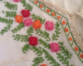 Vintage Blouse / Embroidered Cotton