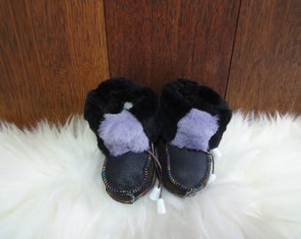 Sheepskin slippers for kids. Shoe sole: 14cm. Natural fur and genuine leather.