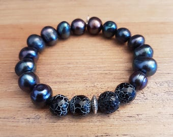 Bracelet woman-20, cracked agate and black freshwater pearls.
