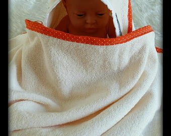 "Nice large hooded bath ""Fox"" and Washcloths for girl"