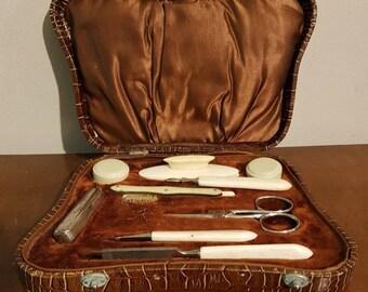 Lovely Vintage Ladies Manicure Set in  Original Box