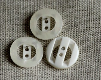 Set of 3 flat 18 mm ref 301 off-white buttons