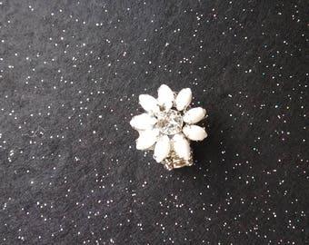"""White flower ring vintage """"flip"""""""