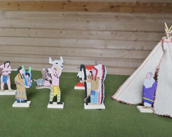 Wooden soldiers toy Set Indians and Teepee Waldorf toys 7 miniature figures 1 miniature teepee