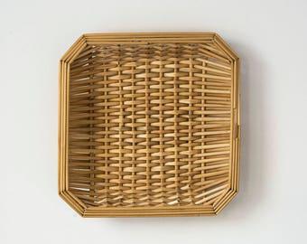Vintage petite woven straw basket / Wall hanging / Wall decor / Bohemian style decoration