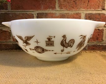 Vintage Pyrex Early American 2 1/2 quart Cinderella mixing bowl 443. White and Brown.
