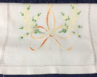 "Vintage Linen Hand Embroidered Floral Wreath Orange Yellow Green Table Runner Dresser Scarf 36"" x 16"""