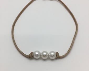 Sand Colored 3 Pearl Suede Necklace