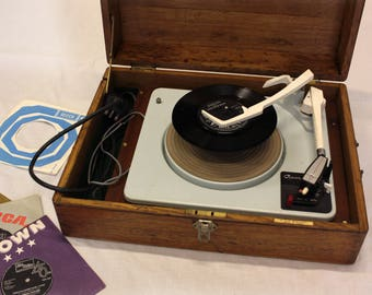 Record changer in vintage box (free local delivery)